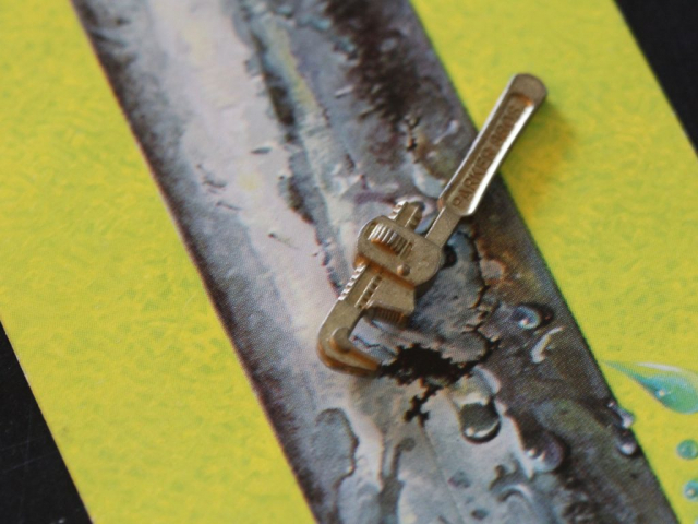Waterworks pipe wrench and card